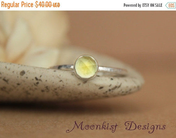 Mariage - ON SALE Delicate Lemon Quartz Engagement Ring or Promise Ring - Lemon Quartz Bezel-Set Solitaire in Sterling - Bridesmaid Ring - November Bi