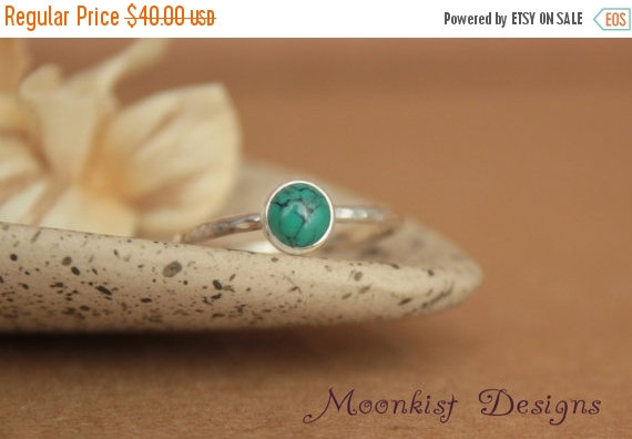 Mariage - ON SALE Delicate Turquoise Promise Ring - Unique Bezel-Set Turquoise Solitaire in Sterling - Turquoise Engagement Ring - Bridesmaid Gemstone