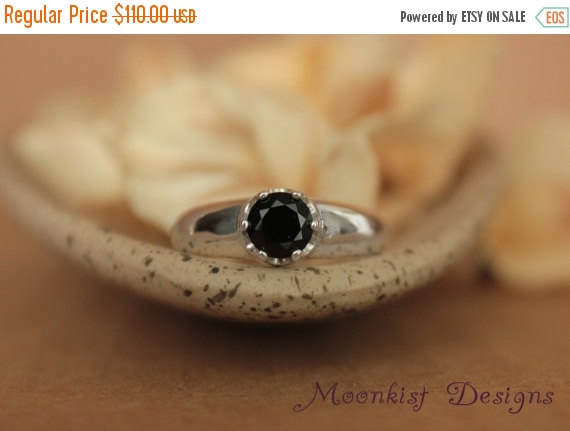 Mariage - ON SALE Black Spinel Bold Solitaire in Sterling - Silver Black Spinel Engagement Ring, Commitment Ring, or Promise Ring - Diamond Alternativ