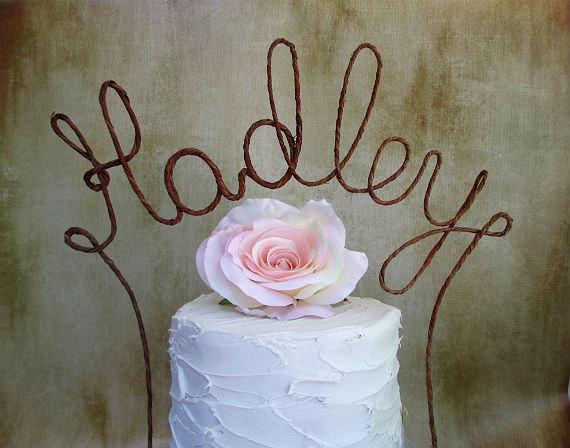 Свадьба - Rustic LAST NAME Wedding Cake Topper Banner - Personalized Rustic Wedding Cake Topper, Shabby Chic Wedding Decoration, Barn Wddding Decor