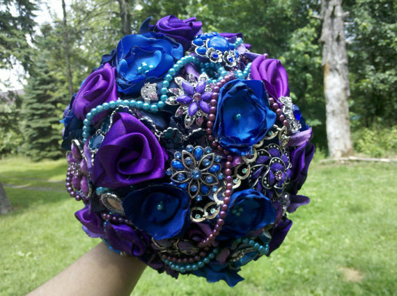 "Mariage - Brooch Wedding Bouquet, Custom, Vintage, Bridal, Classy, 12"" Brooch Bridal, Fabric Flower Bouquet, Weddings, Blue, Purple,"