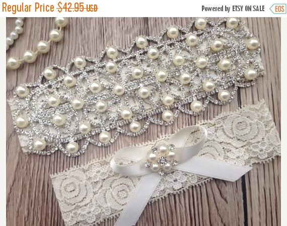 Hochzeit - ON SALE Wedding Garter - Bridal Garter Belt - Crystal Rhinestone - Pearl Garter - Ivory Lace Garter - Wedding Garter - Keepsake Garter - Tos