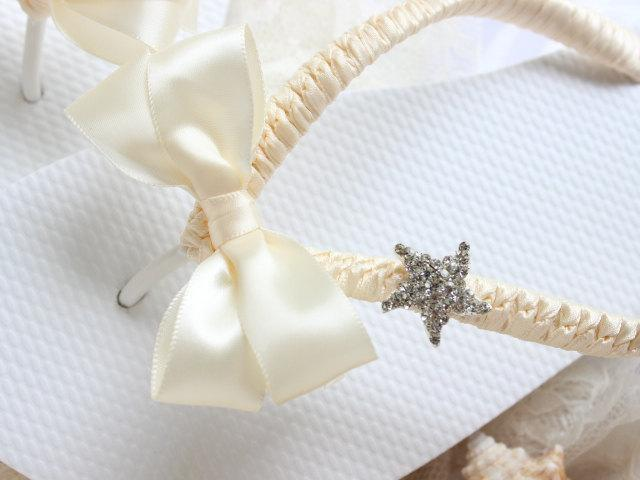 Mariage - Bridal Flip Flops, Beach wedding shoes, Wedding Sandals, Starfish flip flops, Beach shoes, Bling flip flops, honeymoon gift, ivory shoes