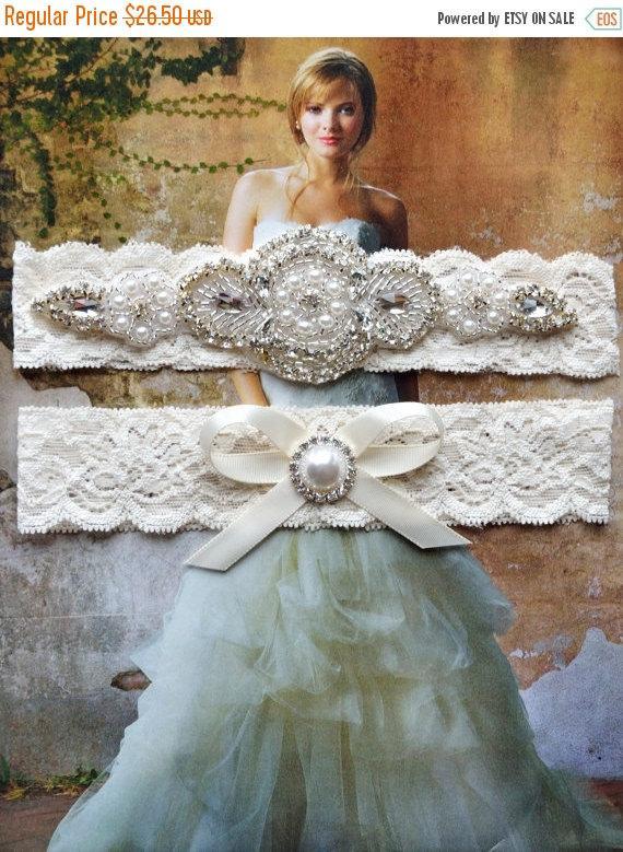 Свадьба - ON SALE Vintage Ivory Wedding Garter, Crystal Bridal Garter Set, Vintage Inspired Wedding Stretch Lace Garter, Bridal Garter, Garter