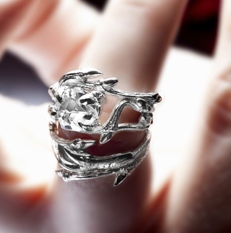 Mariage - Elvish Herkimer Diamond ring: twigs and natural crystal stone - engagement ring