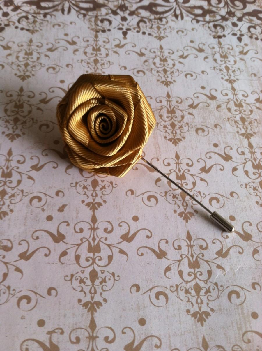 Свадьба - Mens Flower Lapel - Men's Rose Lapel Pin - Wedding Boutonniere - Gold Lapel Pin Brooch - Gifts for Men Groomsmen