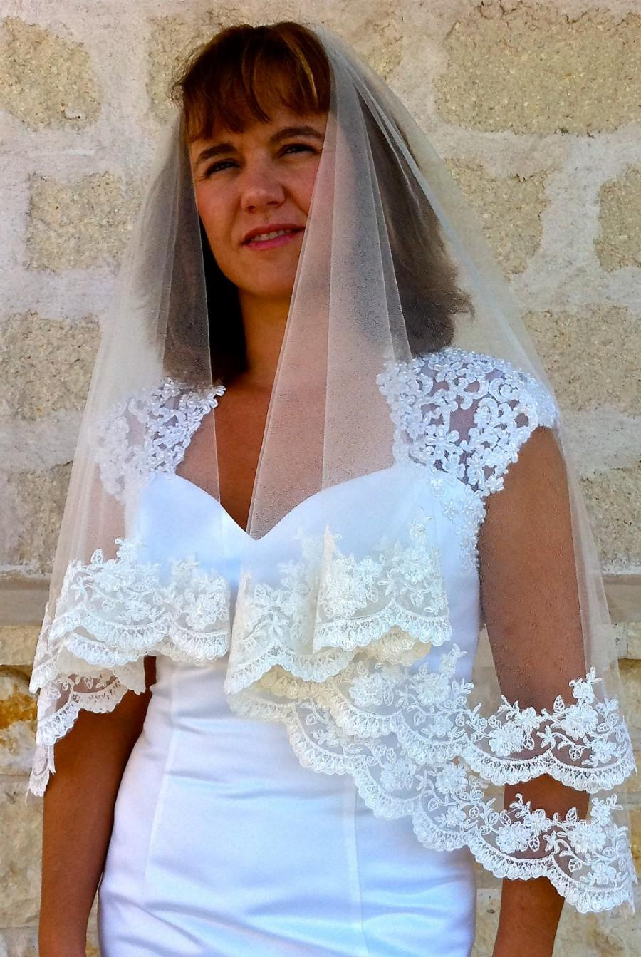 Свадьба - Lace Bridal Veil - with Beaded Scalloped lace Edge in two tier, Two layers lace wedding veil, Lace veil with blusher