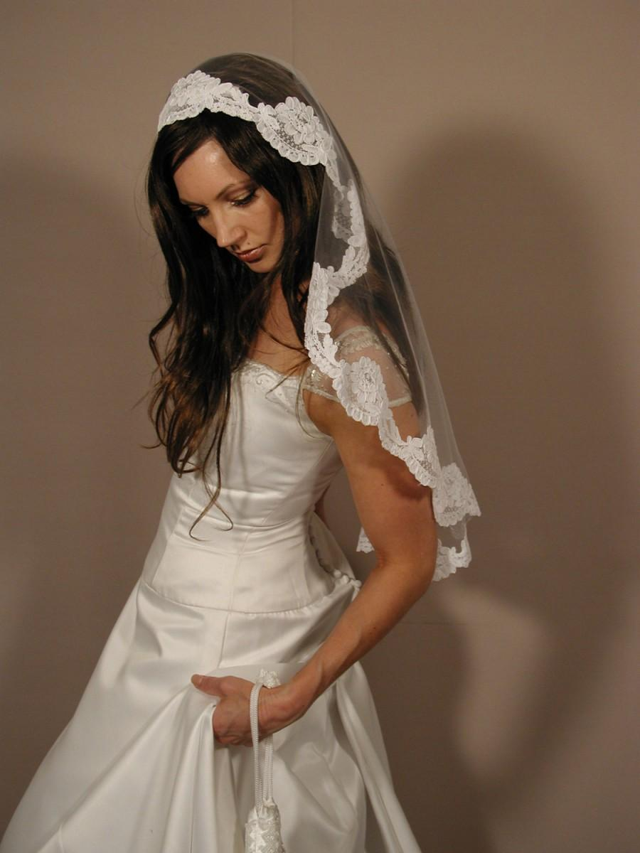 "Wedding - Mantilla veil 34"" circlar cut - Lace veil - mantil veil past elbow length."