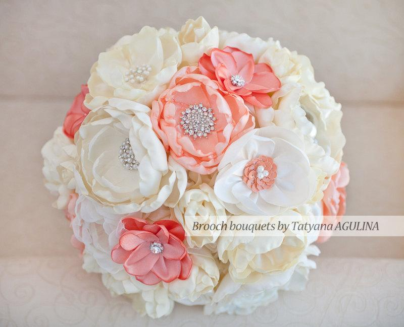 Mariage - Brooch bouquet. Coral and Ivory wedding brooch bouquet, Jeweled Bouquet. Made upon request