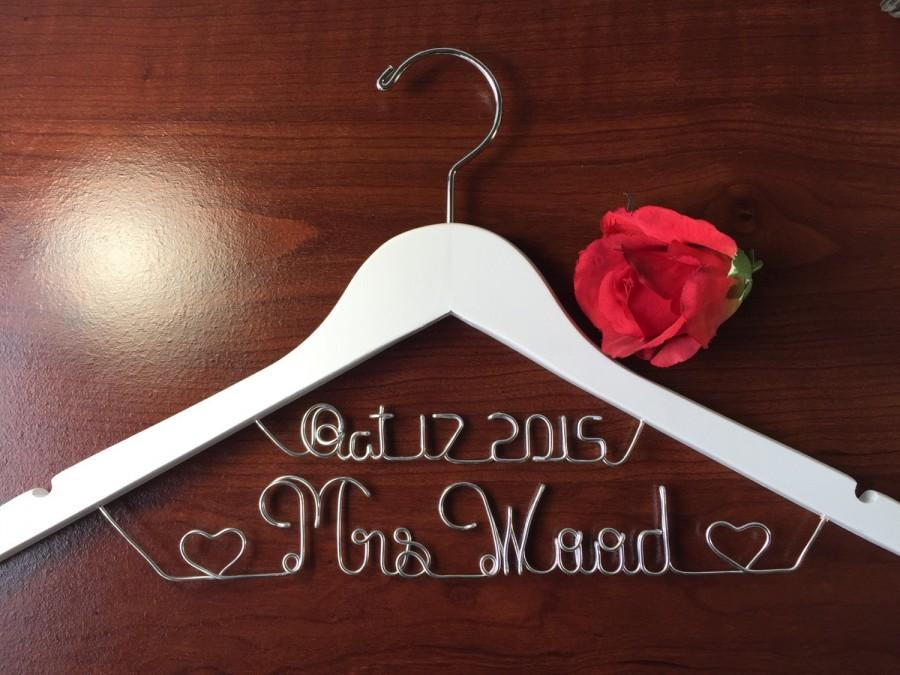 Mariage - Personalized Date on top bridal hanger,  personalized custom Bridal, Brides Hanger, Wedding Hanger, Personalized Bridal Gift.
