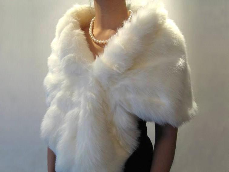 Mariage - Ivory faux fur wrap bridal wrap faux fur shrug faux fur stole faux fur shawl faux fur cape A001