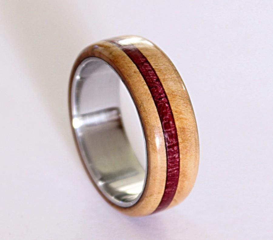 Hochzeit - Titanium men ring with beech wood and amaranth wood inlays