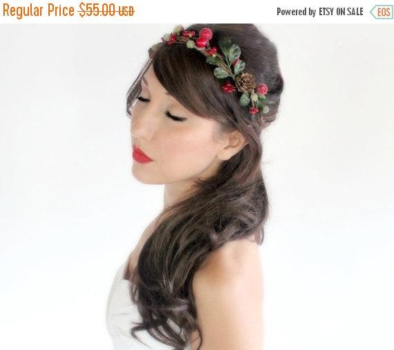 زفاف - SALE Holiday Headband Rustic, red and green Crown, Christmas, Winter Headpiece, Wedding, Holly berries, pinecones, by DeLoop