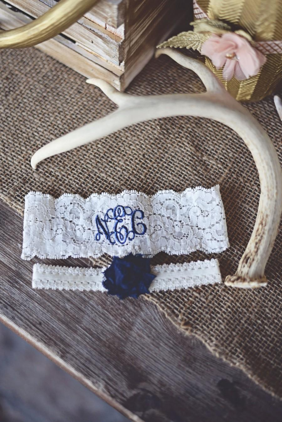 Свадьба - MONOGRAMMED WEDDING GARTER set / Navy Blue Garter / lace garter / Something Blue / vintage garter