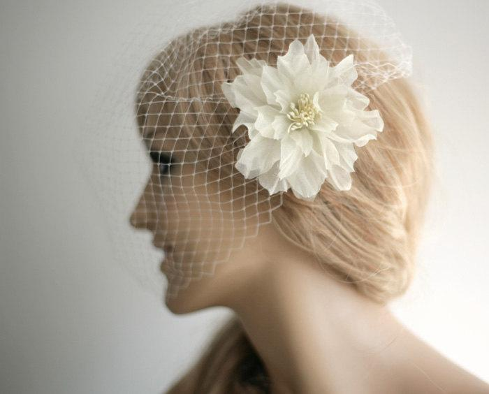 Hochzeit - Birdcage veil with flower hair clip, wedding veil, flower hair clip, wedding accessory - Made to order