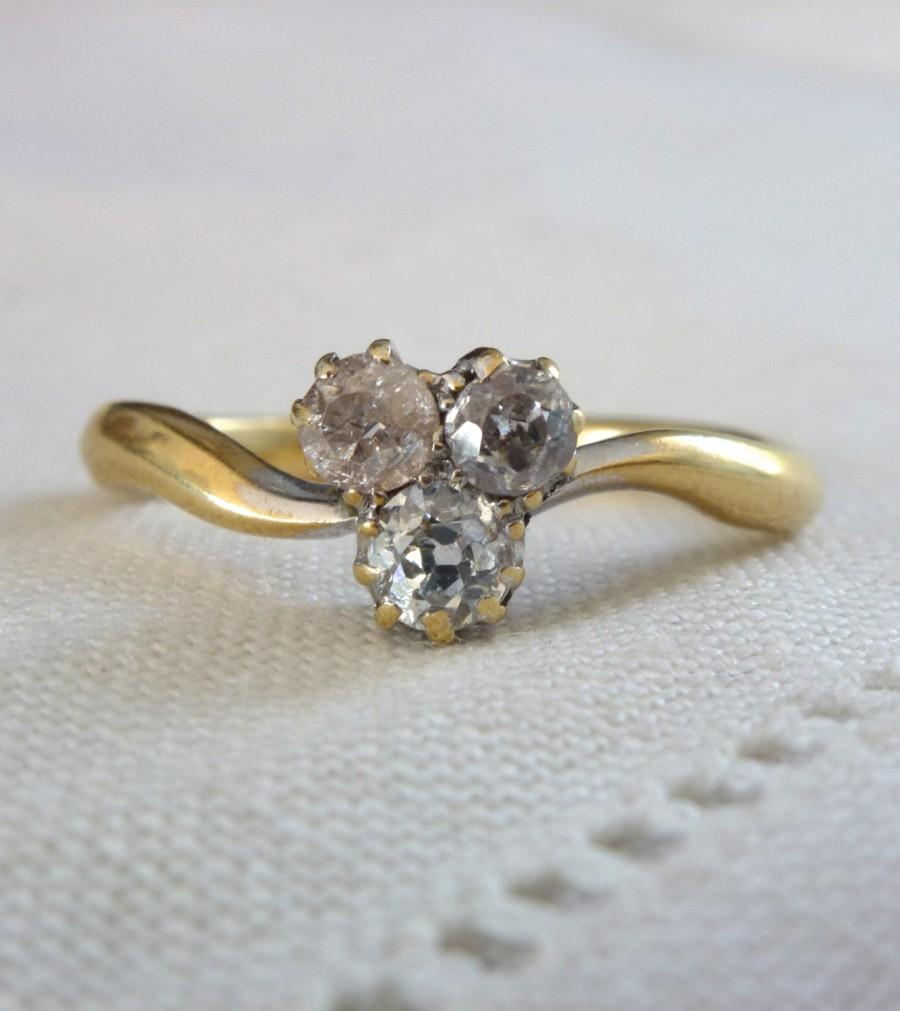 Mariage - An Antique Old Cut Triple Diamonds in 18kt Gold Engagement Ring - Tristan