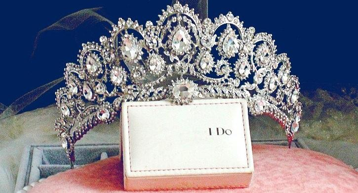 Свадьба - Rhinestone Tiara with Cubic Zirconia, Wedding Crown, Bridal Tiara,Tiara Headband, Bridal Headpiece, Bridal Hair Accessories