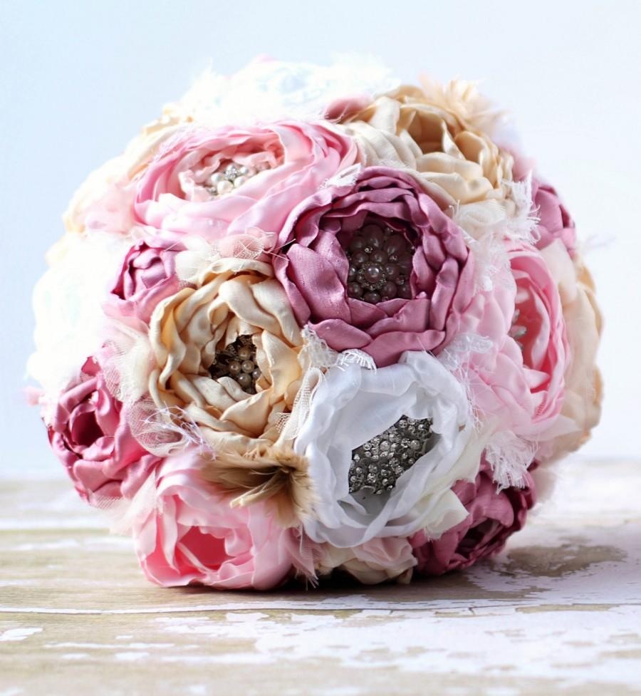 Mariage - SALE. Heirloom brooch bouquet. Shantung and dupioni fabric peony flowers in dusty rose,blush, champagne and white. Jane Austin inspired.