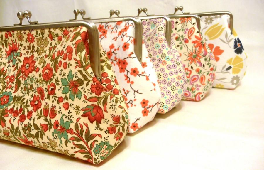 Mariage - Floral Bridesmaid Clutch Set of 5, Wedding Floral Purses, Bridesmaid Clutch Set, Seven inch Frame