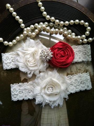 Свадьба - Wedding Garter - Red Wedding Garter - Ivory Lace Garter Set - Bridal Garter - Vintage Garter - Prom Garter- Toss Garter - Rhinestone - Pearl