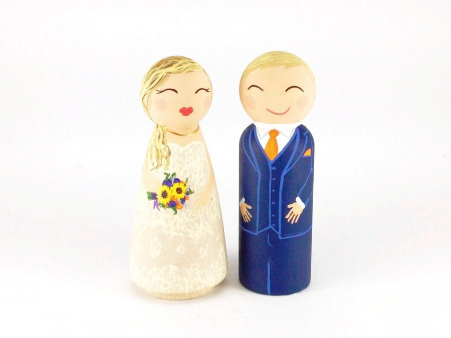 Свадьба - Wedding Cake Topper, Personalized Cake, Painted Peg Dolls, Unique Cake Topper, Peg Bride and Groom, Wooden Wedding Topper, Peg Doll Family