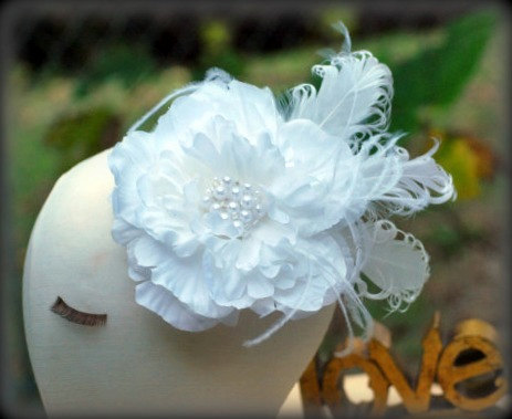 Mariage - Hair Clip / Comb / Brooch Pin White Flower & Pearls / Rhinestone Fascinator. Statement Sophisticated Bride, Shabby Chic Large Floral Bloom