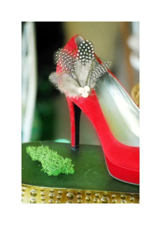 Mariage - SALE Shoe Clips Shiny Black Guinea. Feminine Couture Burlesque Boudoir Pins, Winter Bride Bridal Bridesmaid, Steampunk Classy Classic Gift