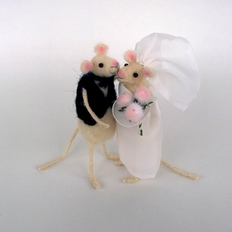 Свадьба - Wedding cake topper Felt Mice couple Bride and groom Waldorf just married Love forever Romantic animal Animal wedding cake topper Rustic