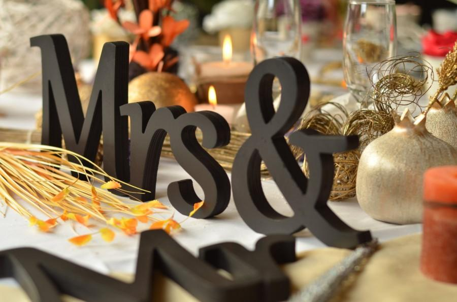 Hochzeit - Mr. & Mrs. letters wedding table decoration, freestanding Mr and Mrs signs for sweetheart table