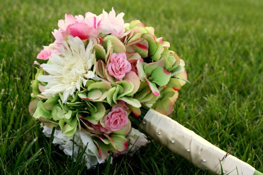 Свадьба - Pink, Green, and Cream bouquet with Roses, Peonies, Hydrangea and Gerber Daisies