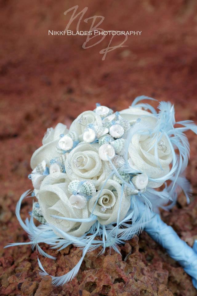 زفاف - Bridal bouquet and matching boutonniere CALYPSO - seashells, handmade sinamay flowers and swarovski crystal