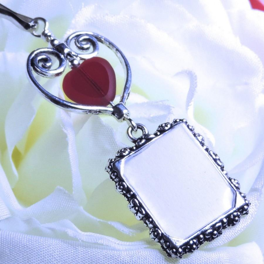Mariage - Wedding bouquet photo charm. Memory photo keepsake. Bridal bouquet charm with red heart.