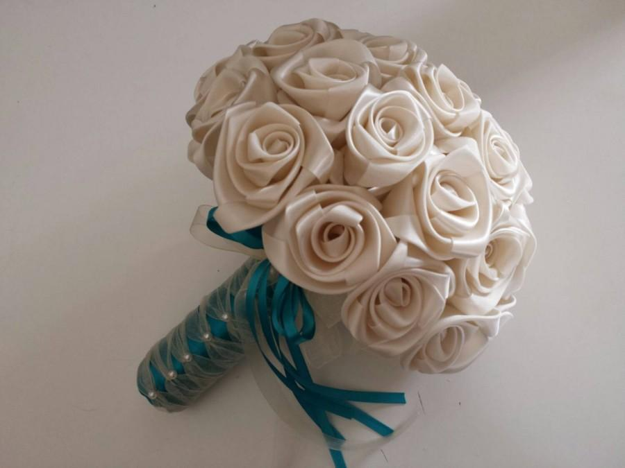 Mariage - Made to order bridal bouquet in Ivory/Turquoise Handcrafted in beautiful satin roses