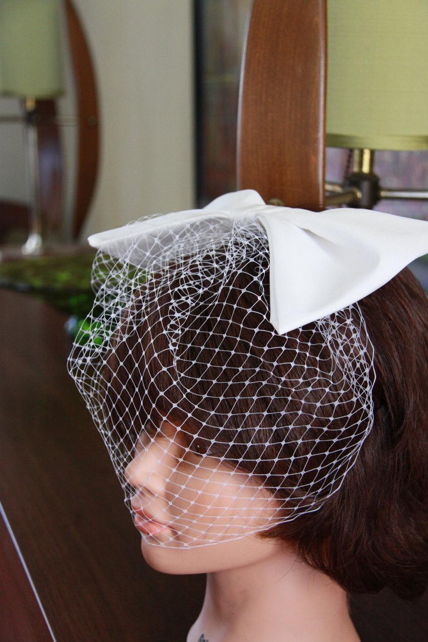 Свадьба - Bridal Birdcage Veil with Bow - White Veil with Sixties Style Bow - Wedding Headpiece - Wedding Bow - Wedding Hair Accessories