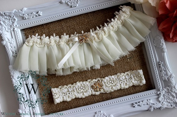 Свадьба - LOLA - Ivory Lace Wedding Garter - Ivory Lace Garter - Ivory Garter With Bow - Blue Bow Garter - Individual or Set