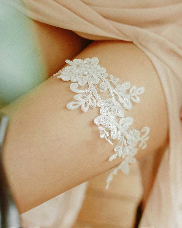 Hochzeit - Alecone lace garter, white lace garter, wedding garter, bridal garter belt - style 469