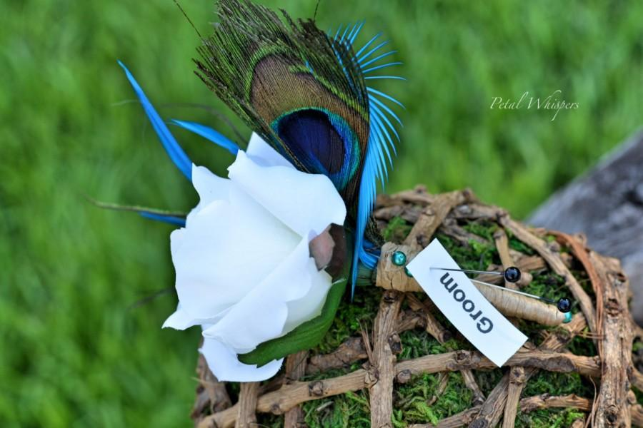 Mariage - Turquoise Peacock Flower Boutonniere set, Peacock Feather Wedding Party Flowers, Rustic Groomsmen Flowers, Wedding Party Flowers