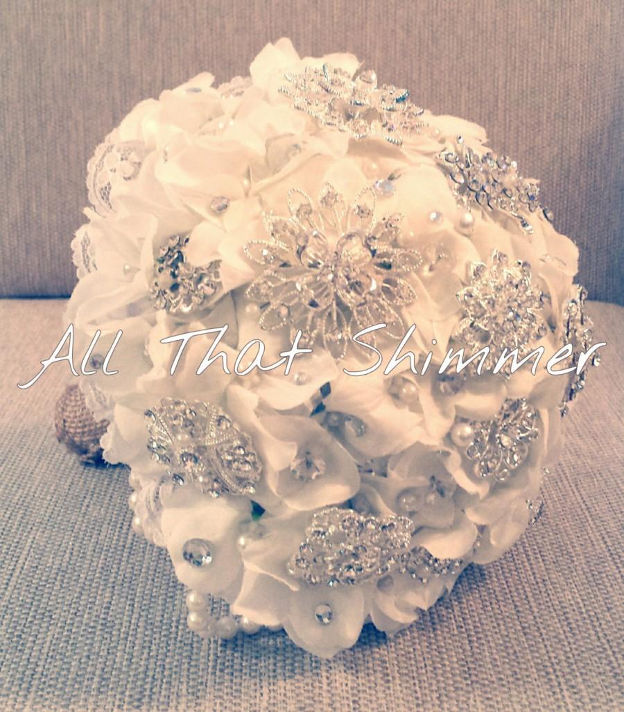 زفاف - Brooch Bouquet ~ Ready to Ship ~ Rustic Vintage White Lace & Burlap ~ Custom Made ~ Country Bouquet ~ Southern Charm