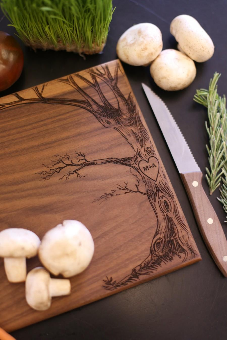 Свадьба - Personalized Cutting Board Christmas Gift Bridal Shower Gift Wedding Gift Engraved Love Tree With Initials (Item Number MHD20013)
