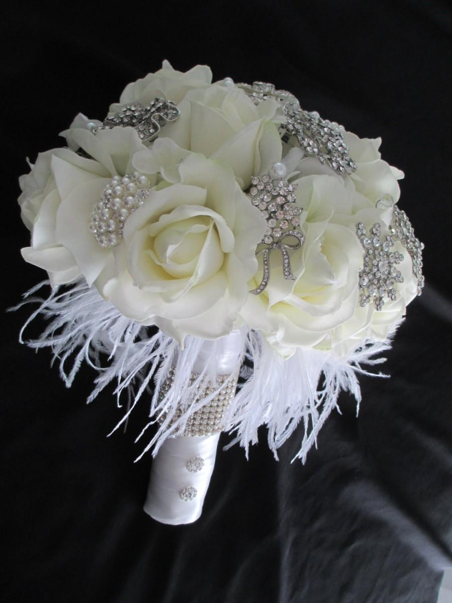Свадьба - FREE SHIPPING.......Rhinestone Brooch and Great Gatsby White and Cream Bridal Bouquet Real Touch Roses Feathers