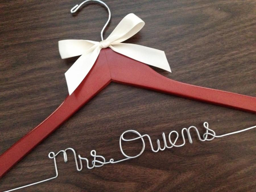 Mariage - Ships in 1-3 days, Wedding hanger, ships Priority mail in US, wedding photos, bridal, Wire hanger with ribbon, name hanger, bridal hanger,