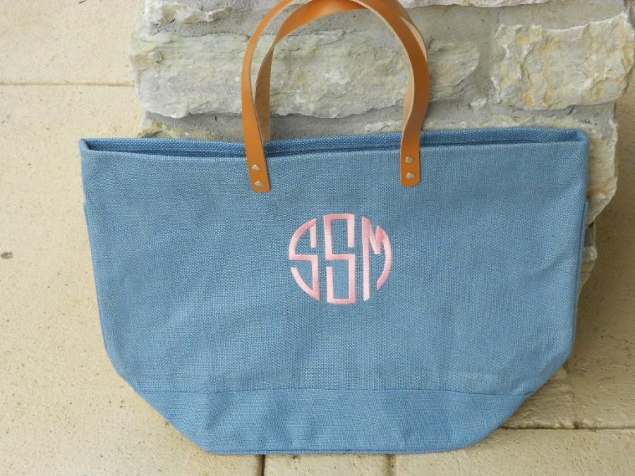 Mariage - Monogrammed Blue Corn Flower Jute Bag Font Shown NATURAL CIRCLE in Pink