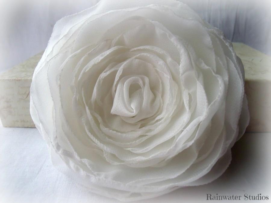 Mariage - Ivory Wedding Hair Flower, Ivory Hair Fascinator, Bridal Hair Accessory, Hair Clip