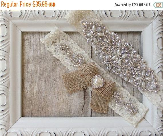 Свадьба - ON SALE Customizable Garter w/Toss - Ivory Wedding Garter Set, Rustic Garter Set, Lace Bridal Garter, Rustic Wedding Garter Set, Rustic Wedd