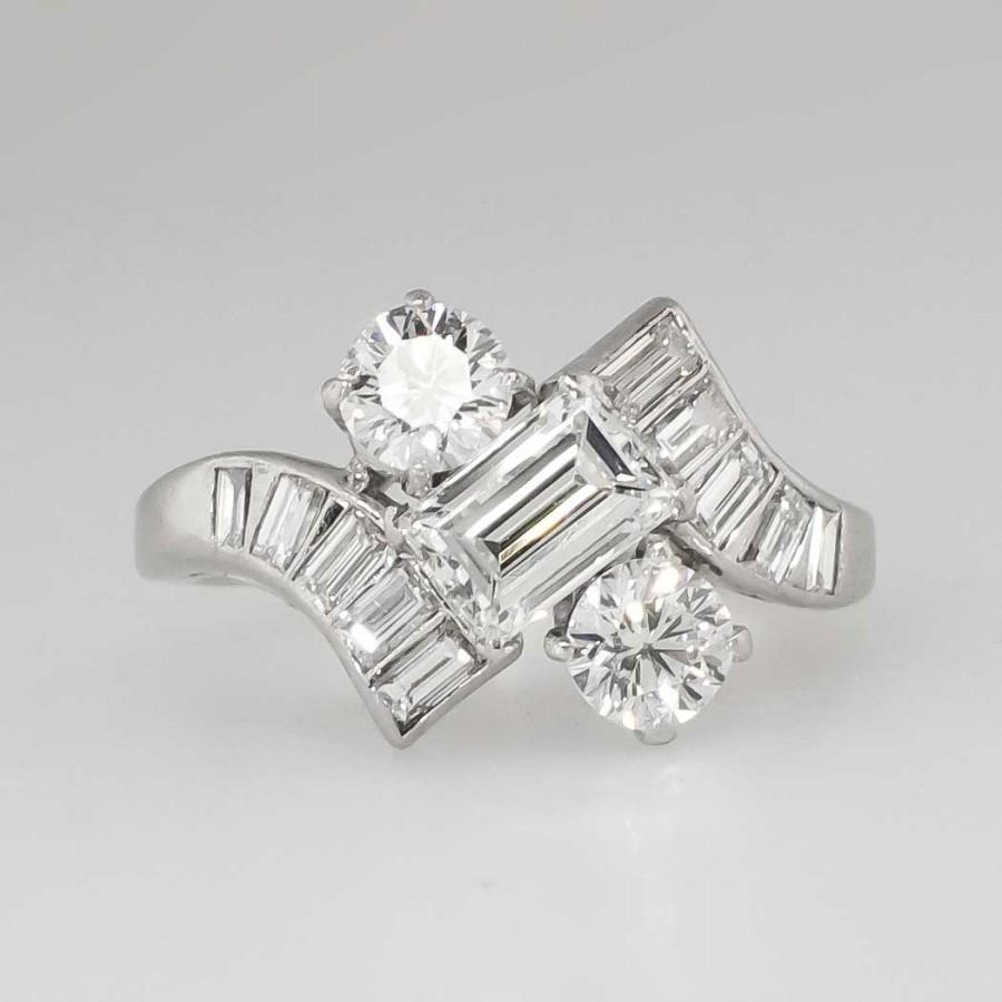 rings surrounded square round brilliant diamonds cut lovely star of engagement by emerald with
