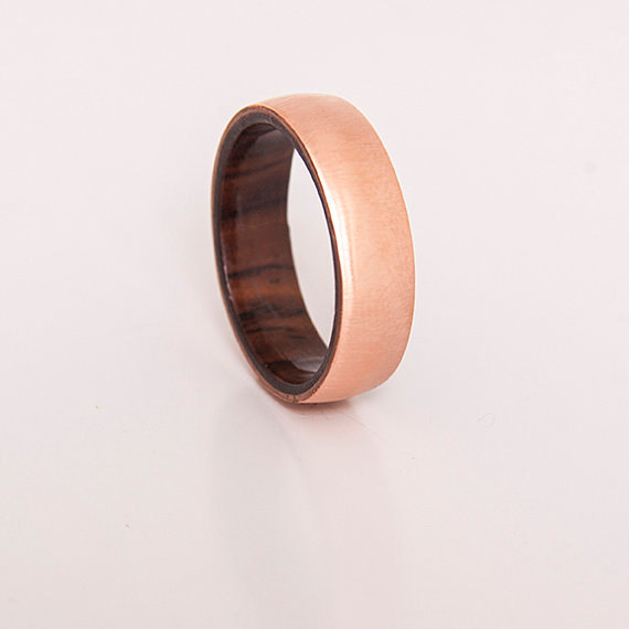 Свадьба - mens wedding ring copper ring with inner wood band any wood