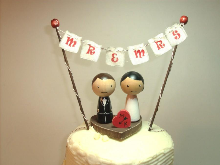Mariage - Custom Kokeshi Wedding Cake Topper with Base, Bunting and Heart, Love Bunting, Mr and Mrs Bunting