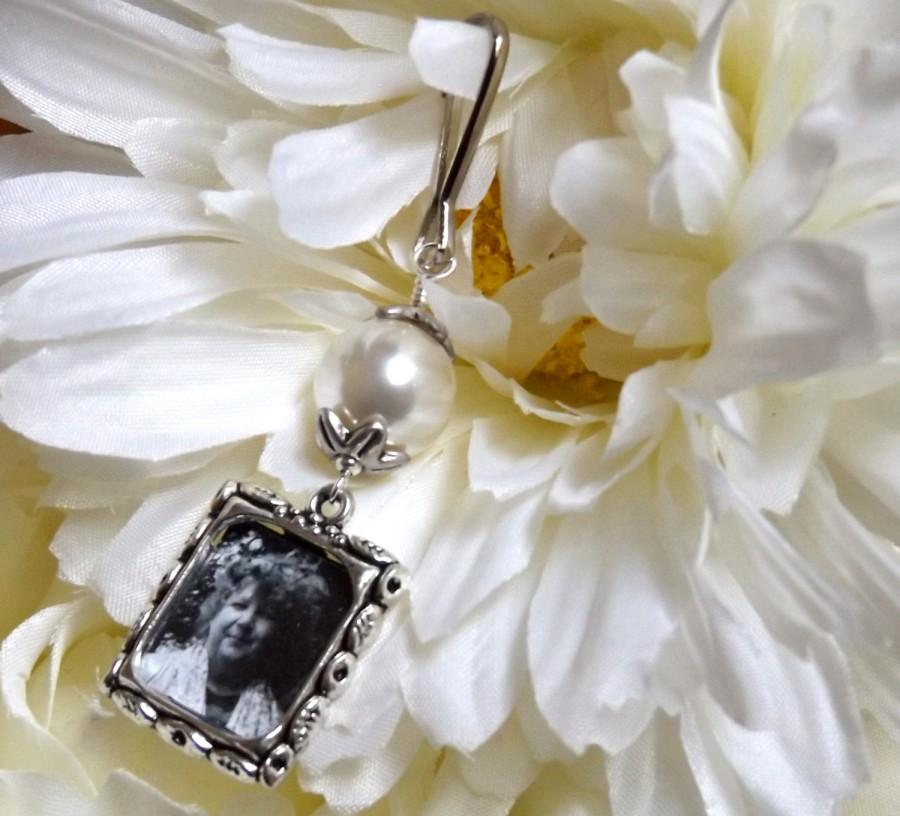 Mariage - Wedding bouquet charm. Bridal bouquet charm. Memorial photo charm with your choice of colour pearl.