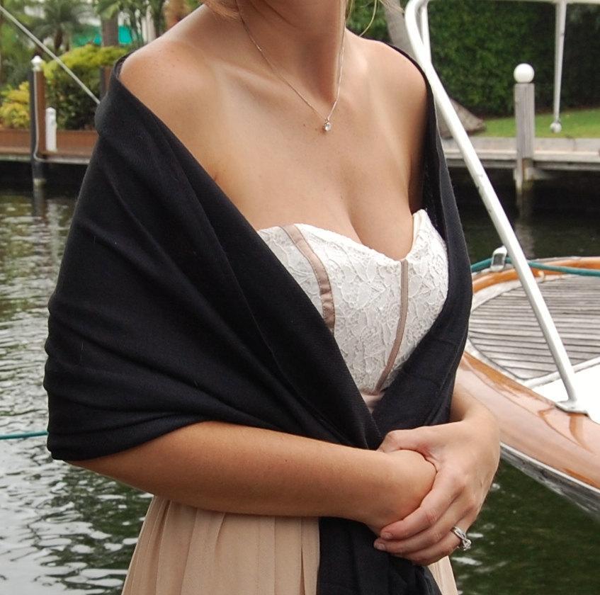 Mariage - CARBON BLACK PASHMINA Shawl. Black Shawl. Scarf. Bridesmaid Shawl. Wedding Favor.
