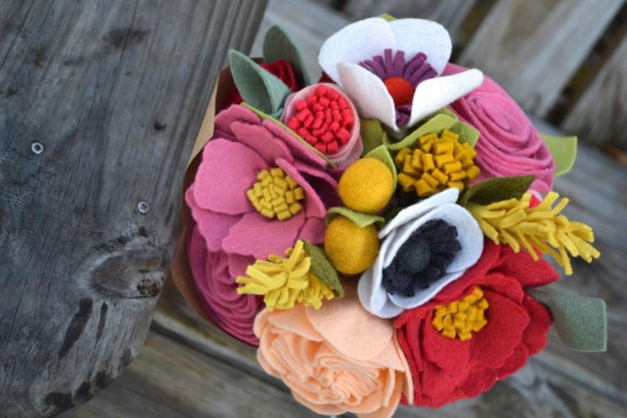 Hochzeit - Felt Flower bouquet - bride, bridesmaids, table flowers, special occasion flowers